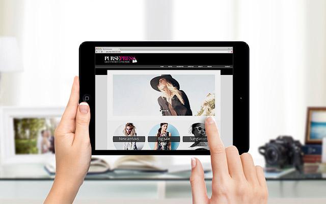 Usuario interactuando con la Revista Digital PursePress, enfocada en el consumo femenino, por Imaginity