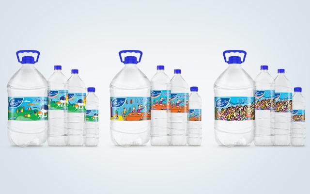 Diseño de packaging Agua Mineral Villa del Sur, edición especial homenaje a la familia argentina. Detalle de la línea. Diseño: Imaginity