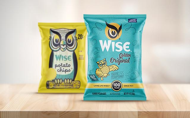 Diseño de packaging de edición especial limitada de papas fritas Golden Original basada en su antiguo empaque, para Wise snacks, Estados Unidos - Imaginity
